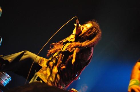 Karamelo Santo - Groove